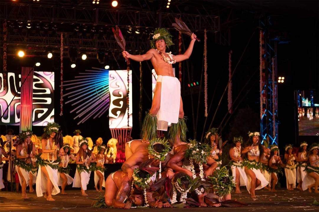 〈ヘイヴァ〉で地元の人たちに一番人気なのがタヒチアンダンスコンテスト。観覧席のチケットは毎年完売する。