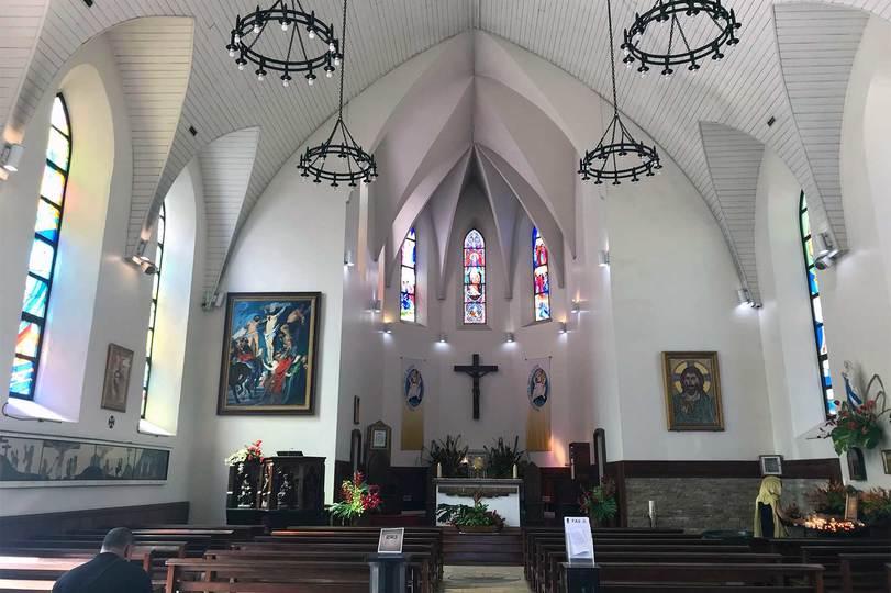 〈大聖堂〉の内観