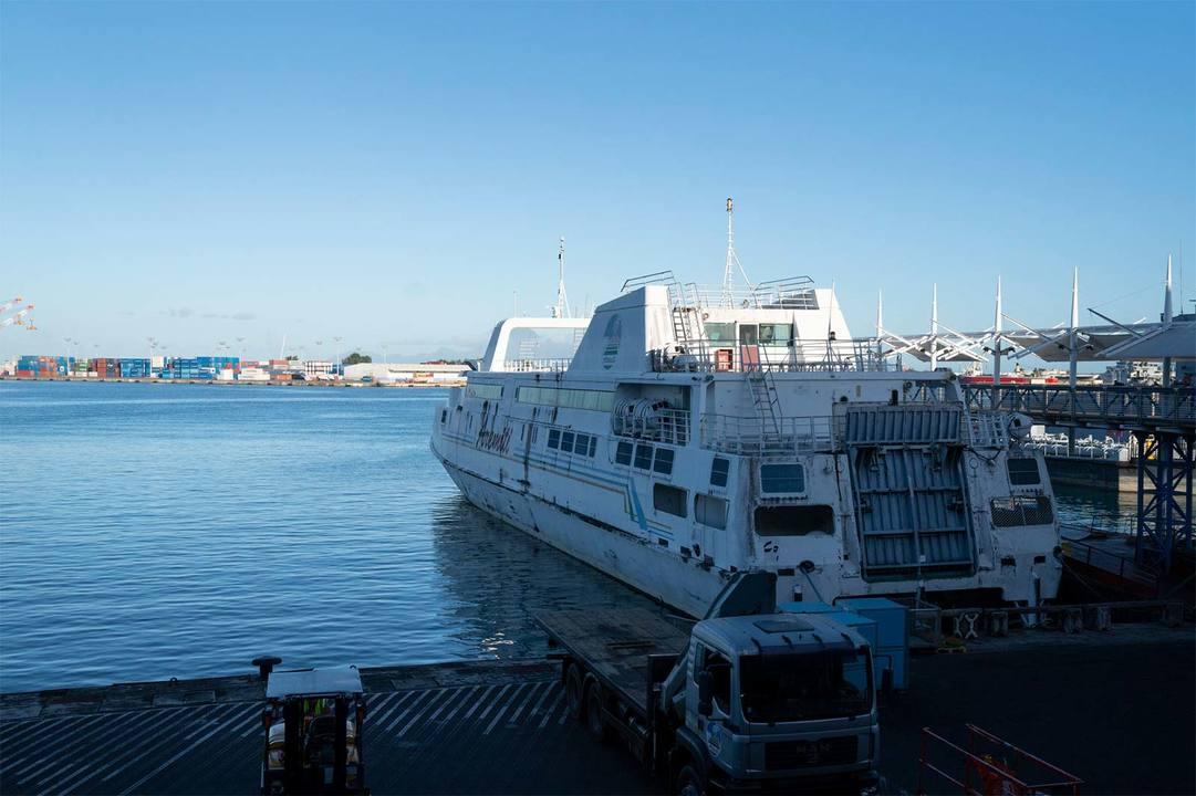 モーレア島のバイアレ港へ行くにはまずパペーテ港へ。