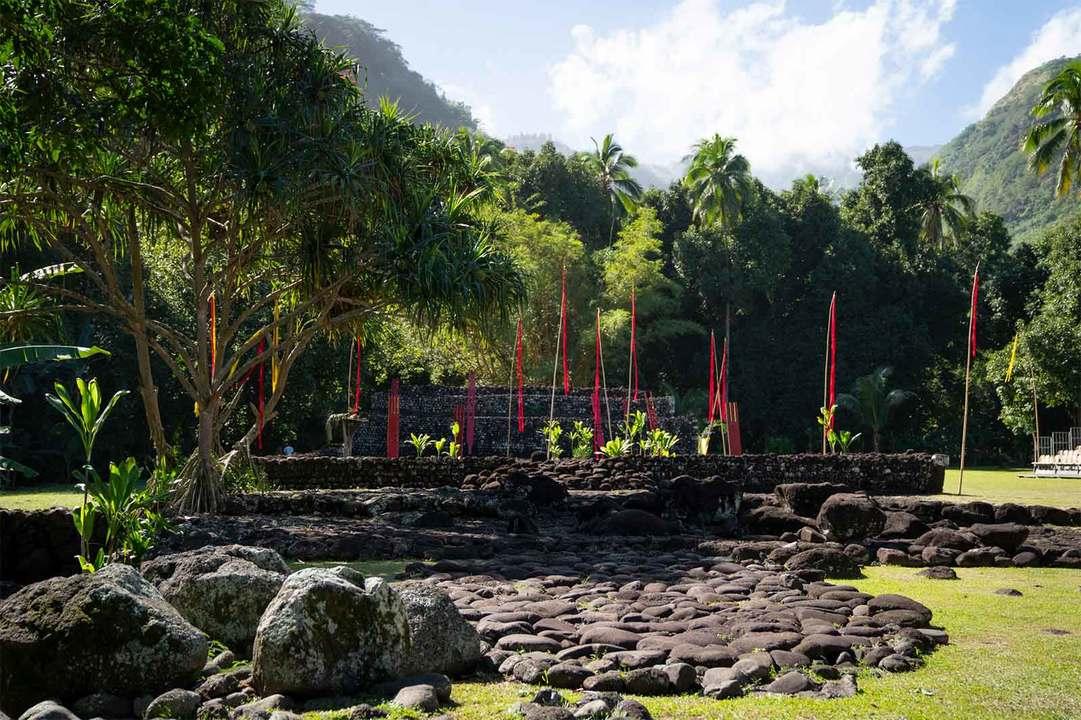 パペーテから南へ約20km進んだところにある。古代ポリネシアの祭祀殿跡であり、かつては冠婚葬祭などの儀礼を行う聖域だった。キリスト教が普及する前はタヒチにシャーマニズムが根付いていたことを物語るかのような自然のパワーに満ちたスポット。