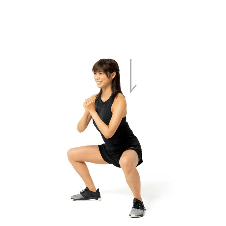 膝と股関節を同時に曲げ、ゆっくり上体を沈める。重心を真下に落とすようにやると尻に負荷がかかる。脇を締め、背中は伸ばしてやや前傾気味に。10回×2セット。