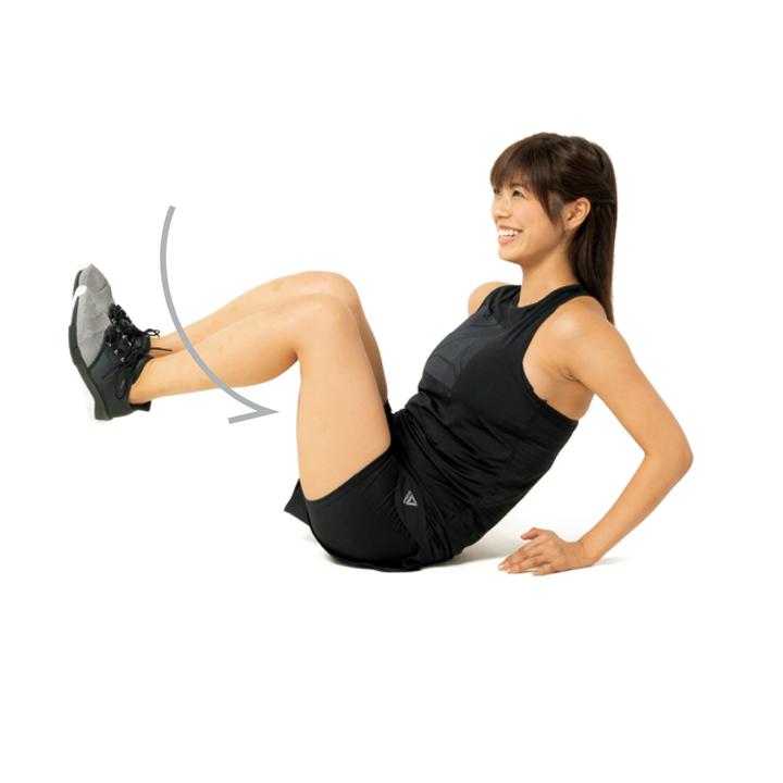 床に座って肩の少し横に両手をつき、肘を軽く曲げる。