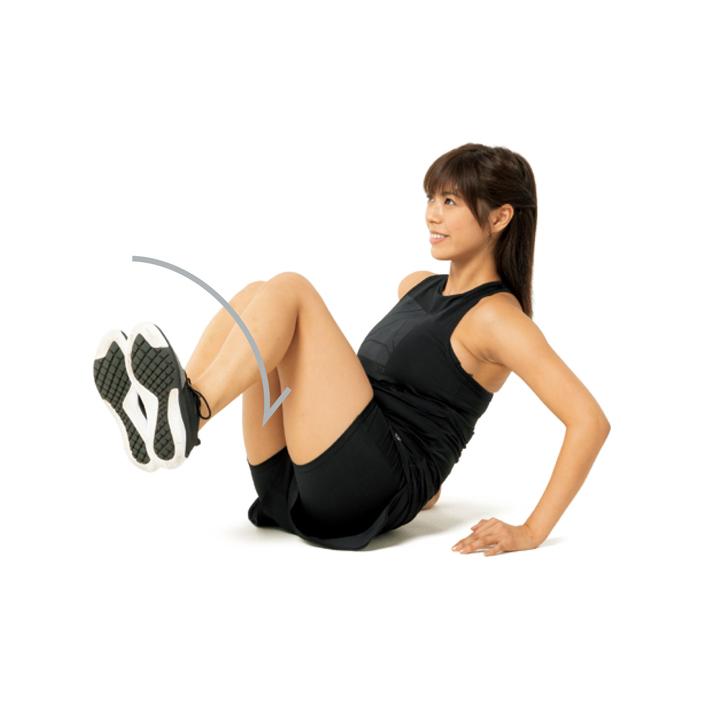 次に腰とお腹を捻りながら膝を片側に倒しつつ手前側に5秒で曲げ、5秒で元に戻す。これを左右各10回。常に腹筋を意識すること。