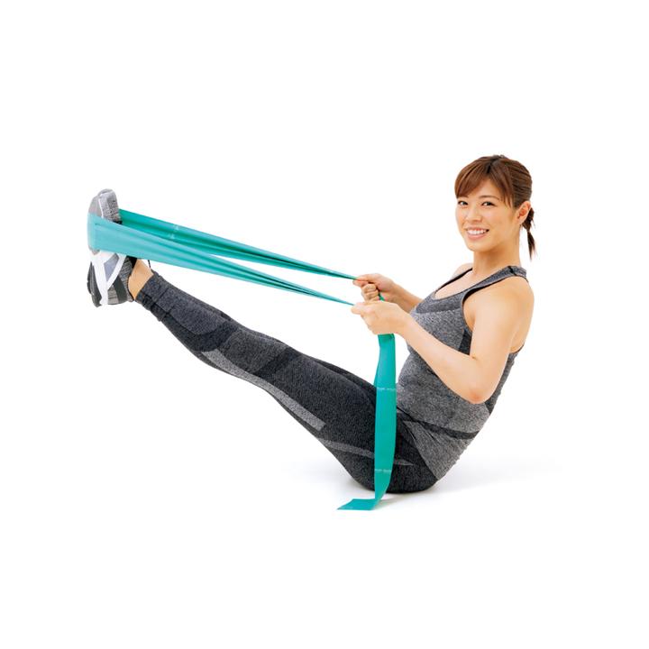 その角度を保ったまま上体を後傾させ、背中の下半分が床についたら戻す。20回×3セット。