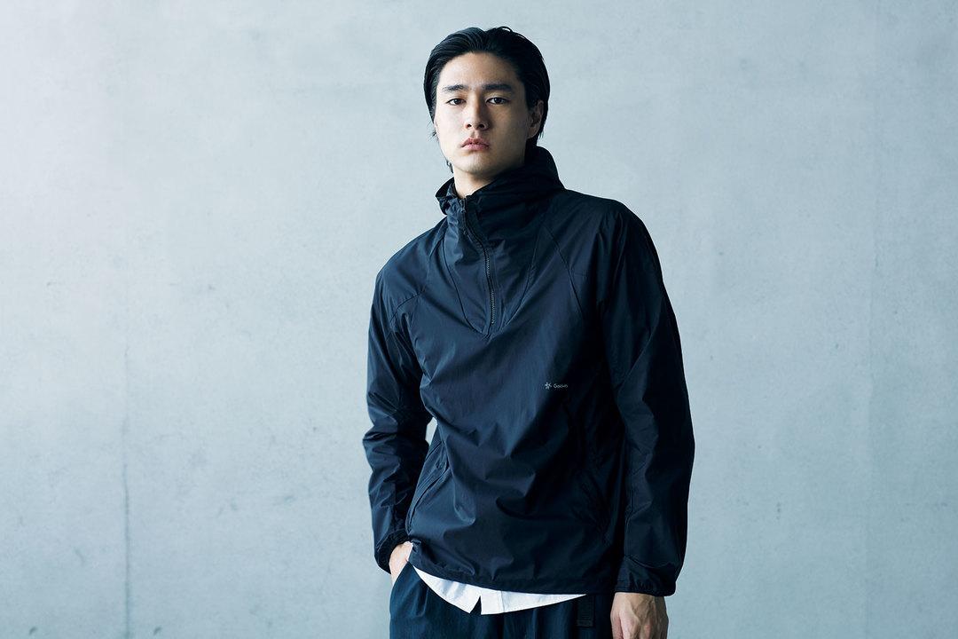 着用シーンを限定しないシンプルなデザイン