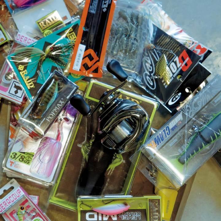 日本で大量購入してきたという堀口恭司の釣り用品