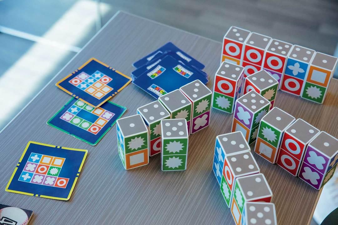 レッシャー環境下で図形を並べる速さを競うゲーム