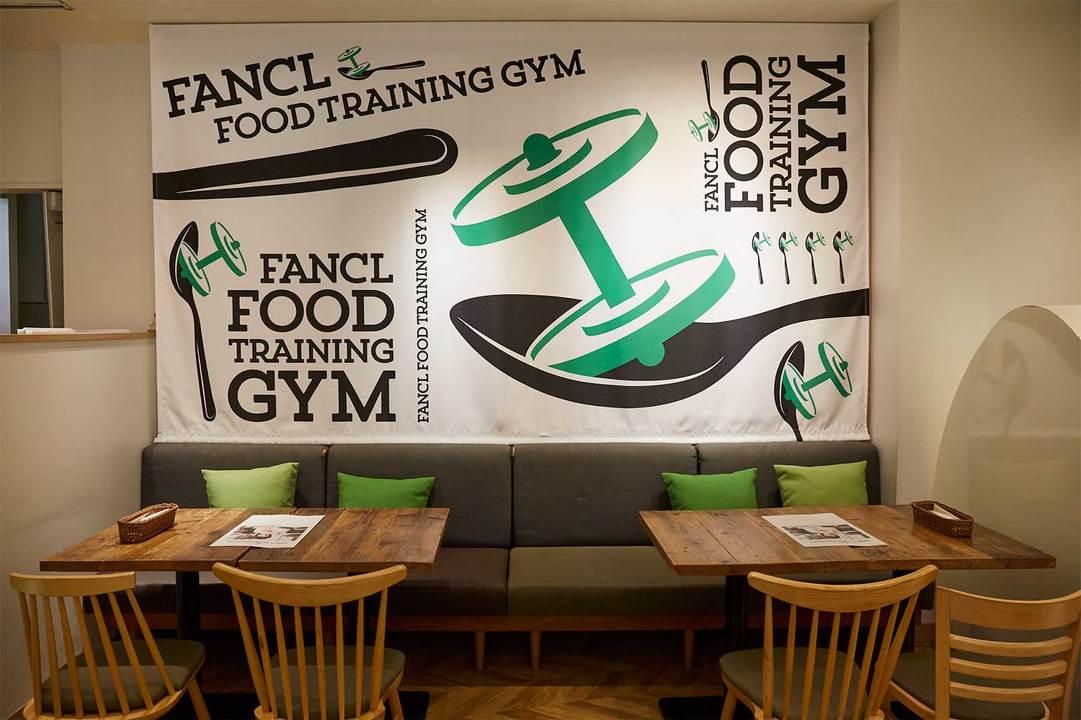 営業期間中は店内のデザインも〈FOOD TRAINING GYM〉一色