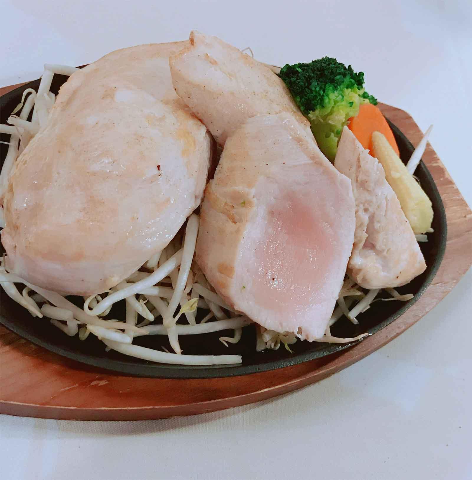 『筋肉食堂』の鶏胸肉のステーキ