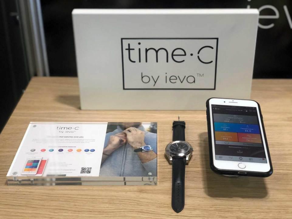 スマートウォッチ《time・C by ieva》