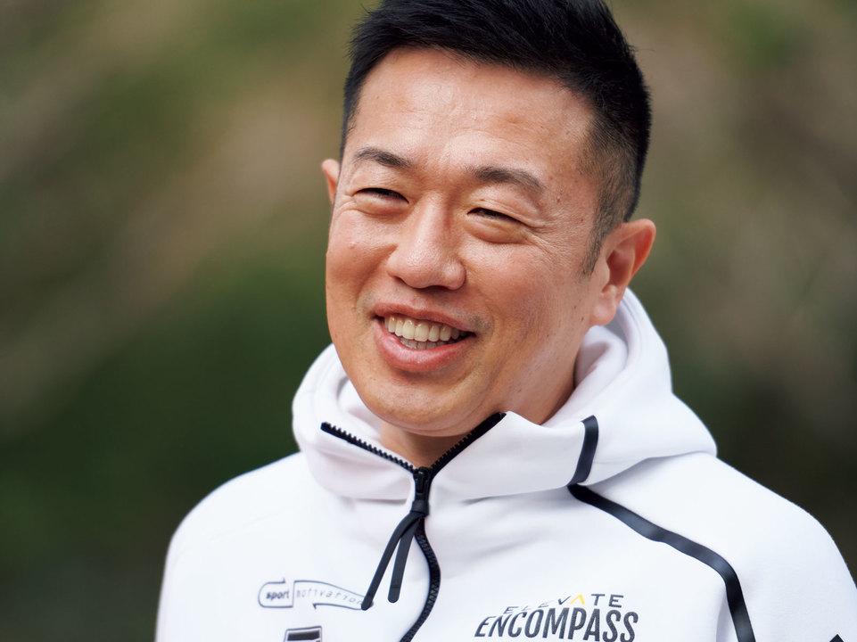 中野ジェームズ修一。1971年、長野県生まれ。スポーツモチベーション最高技術責任者。心身両面からの指導でアスリートの支持を得る。2014年から青山学院大学駅伝チームのフィジカル強化指導を担当。