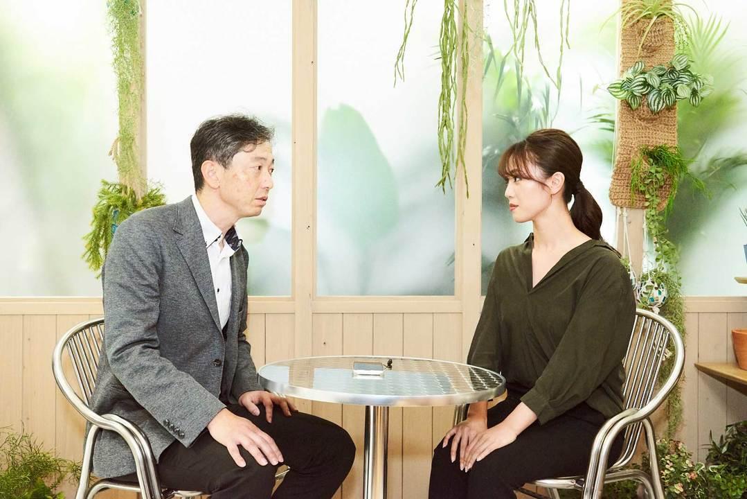 パナソニックの原田さんと話す須方さん