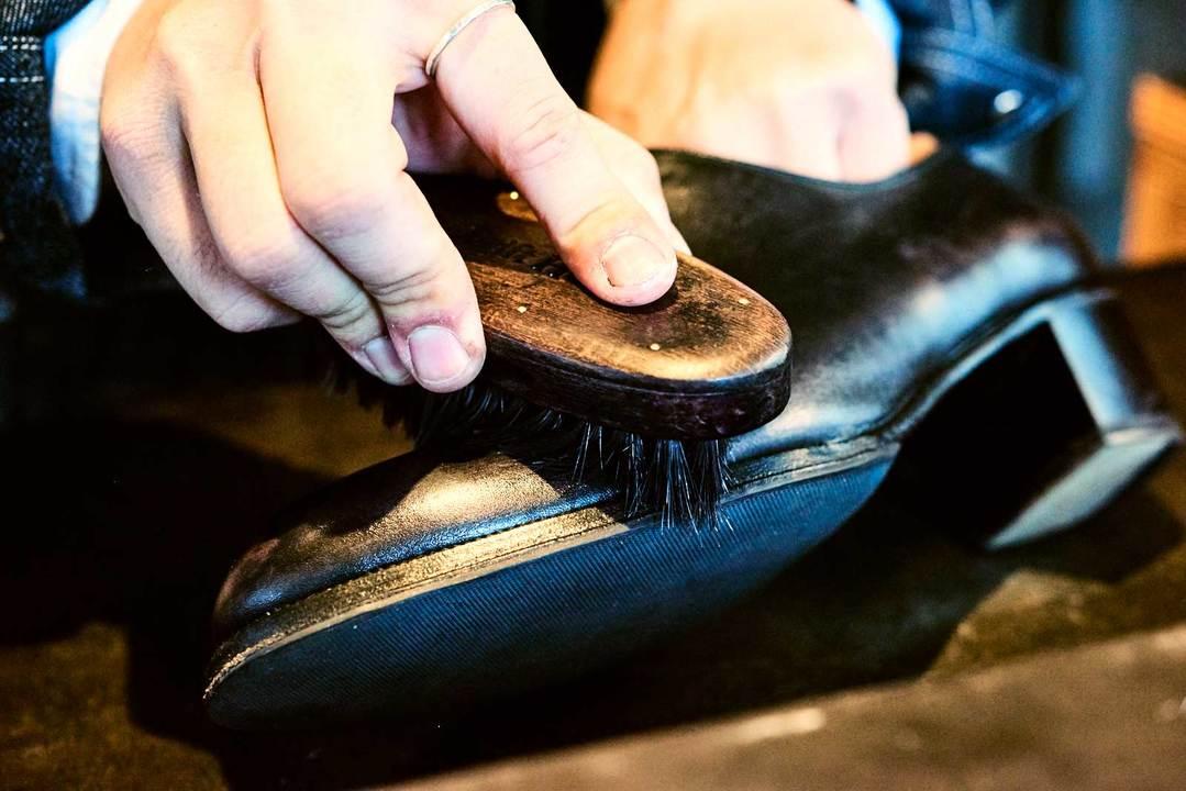 靴磨きの方法その9