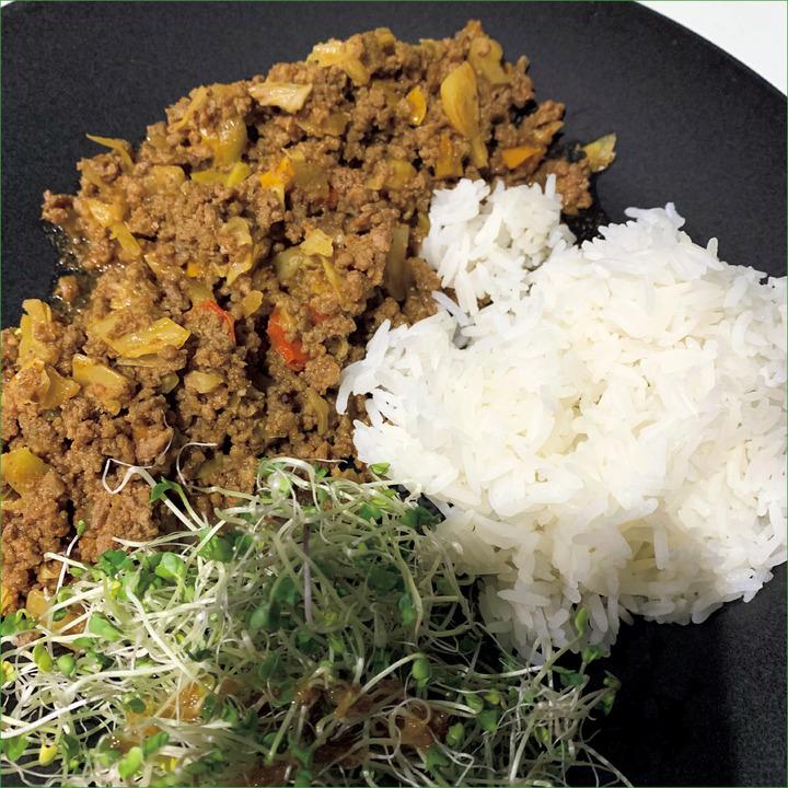 AM 12:00、昼食<br />赤身牛肉のタコス200g、サラダ、ジャスミンライス100g。